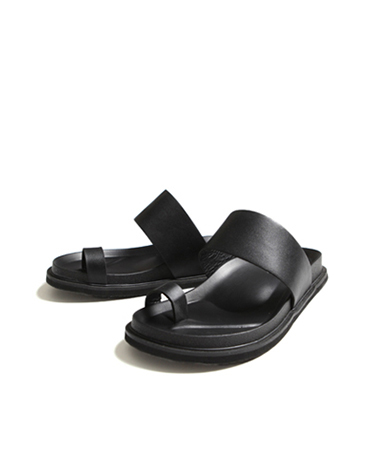 BLACK SINGLE LEATHER SANDALS